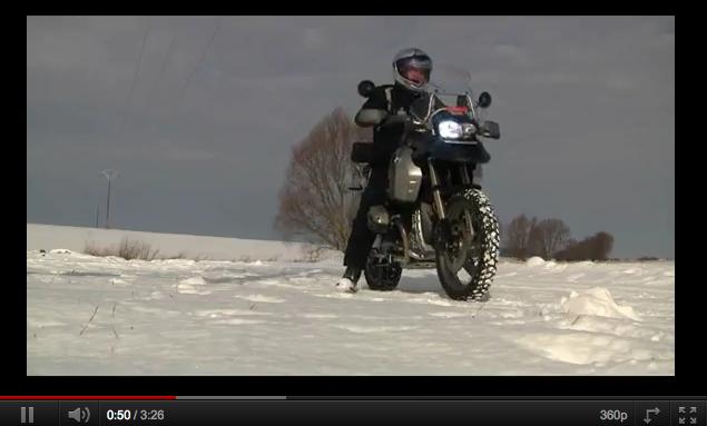 Test sur la neige et glace de la BMW R1200GS, pneus hiver Heidenau