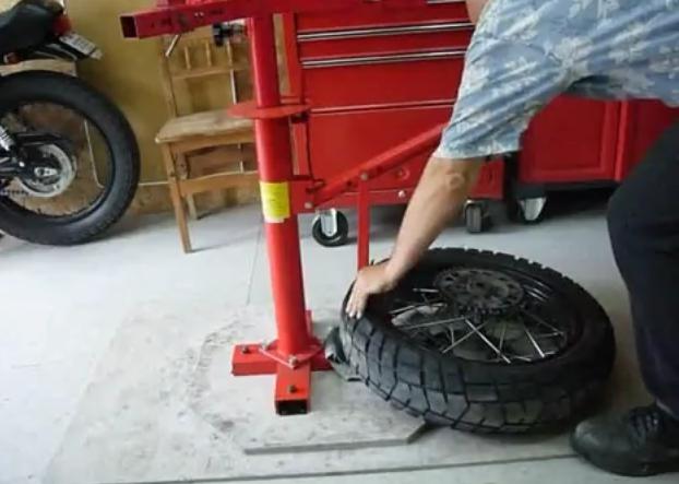 test pneu neige avec une moto bmw mega tuto tous les tutoriels vid os pour conomiser. Black Bedroom Furniture Sets. Home Design Ideas