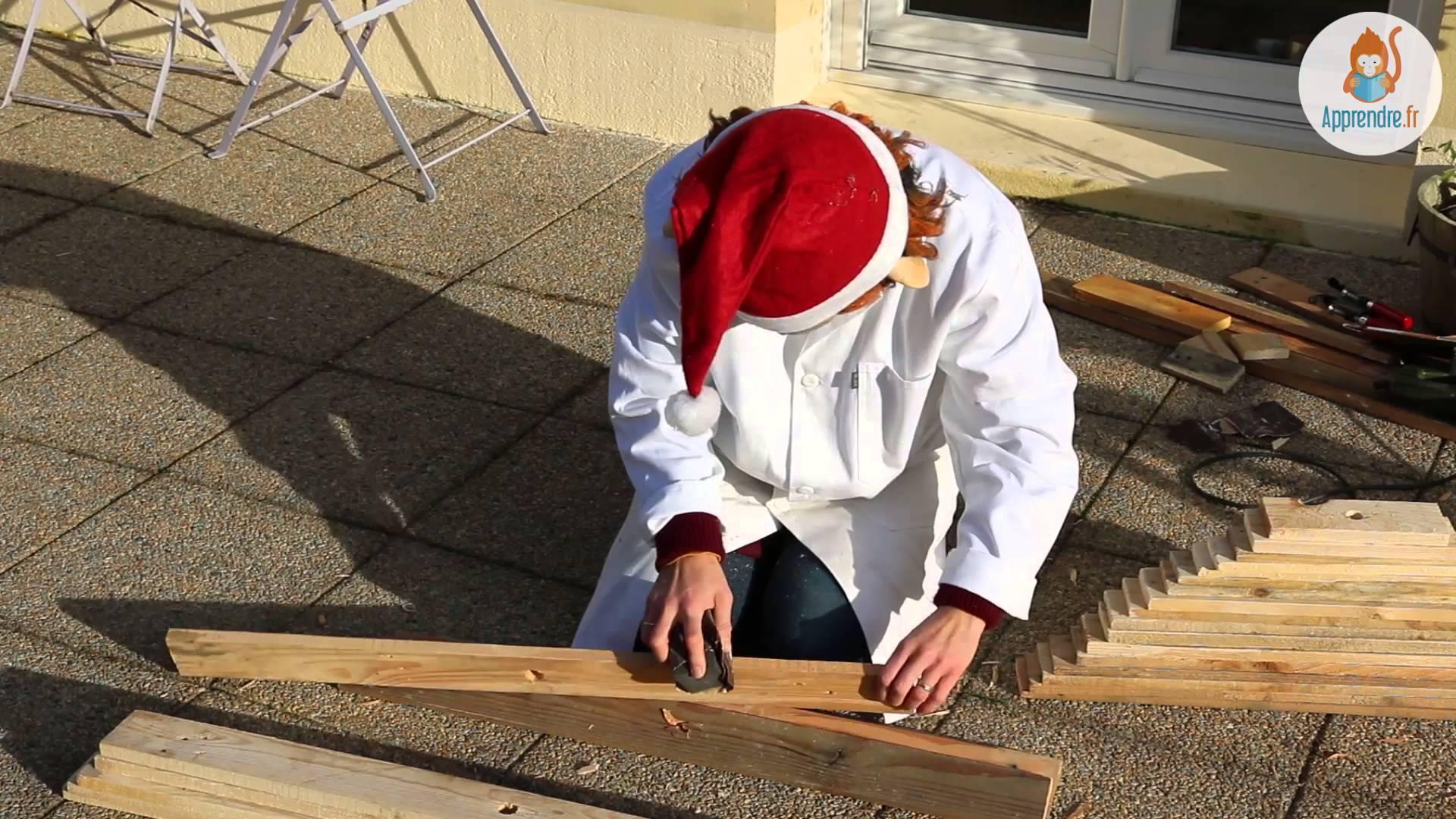 Il fabrique un sapin avec des palettes de r cup ration - Fabriquer son sapin de noel en bois ...